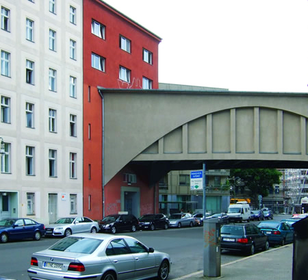 berlin 39 s unusual sights and attractions a u bahn tunnel through a house. Black Bedroom Furniture Sets. Home Design Ideas