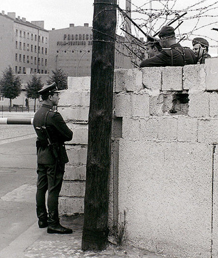 Checkpoint at the Berlin Wall, Chauseestrasse