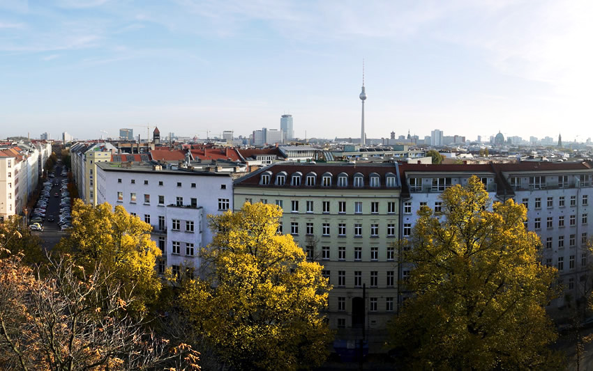 travel guide to berlin beautiful city views from prenzlauer berg 39 s zionskirche church. Black Bedroom Furniture Sets. Home Design Ideas