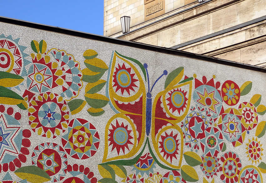 how to make an outdoor mosaic mural