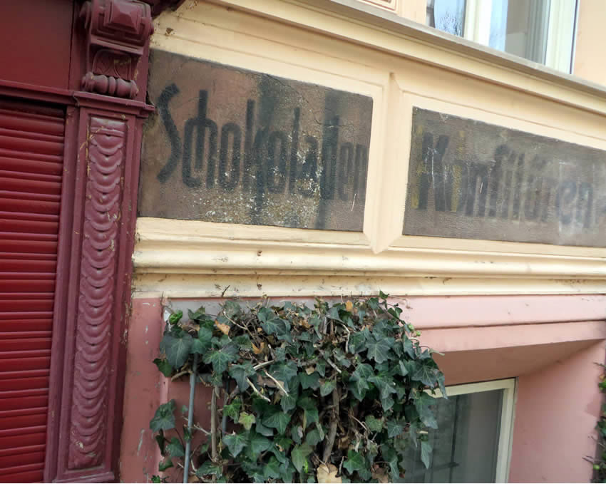 Hand painted signs, Berlin: once an old sweets and candy shop