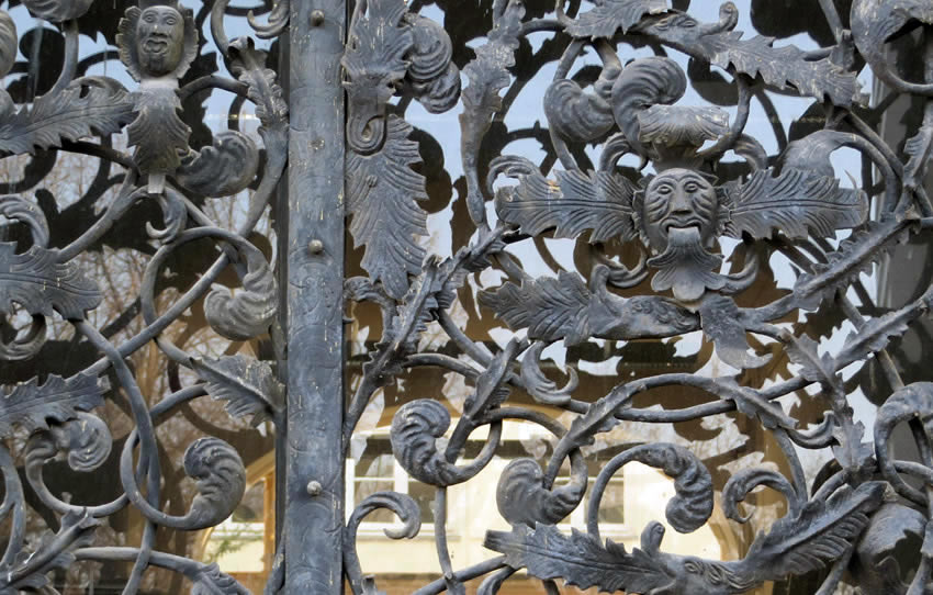 Detail of decorative grille, Berlin, Märkisches Ufer
