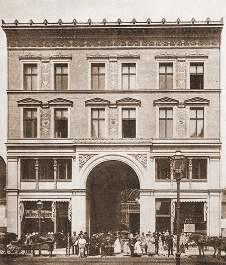 Period photograph of the Dorotheenstrasse market hall, 1900