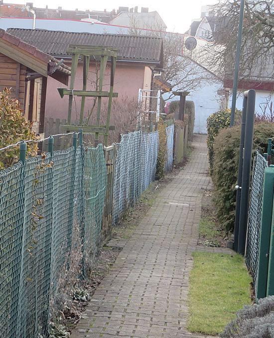 Small lanes bisect this Moabit garden allotment