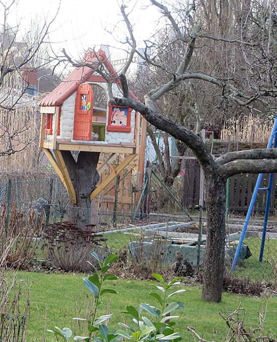 Treehouse in a Berlin city garden