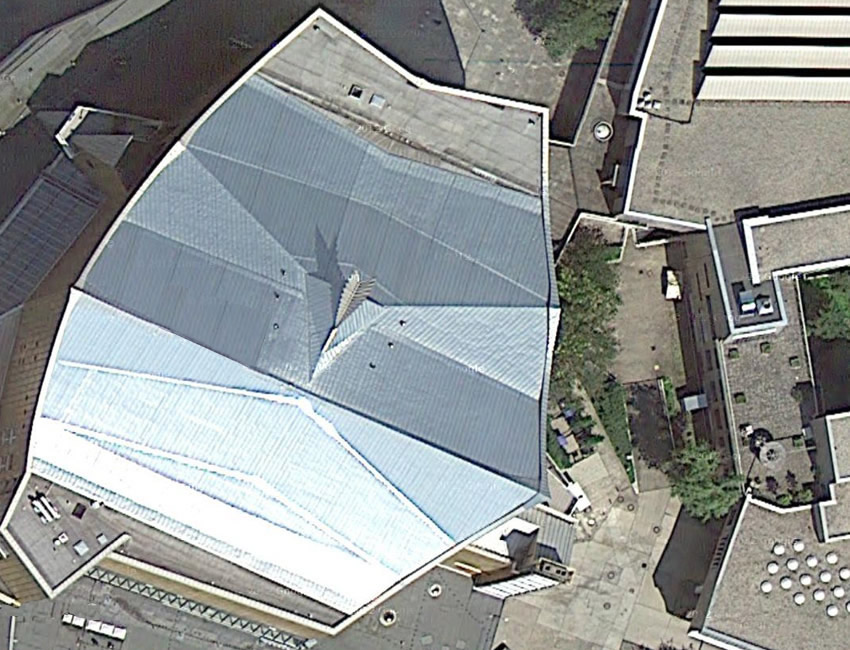 Phoenix sculpture on the roof of the Berlin Philharmonie seen from above via Google maps