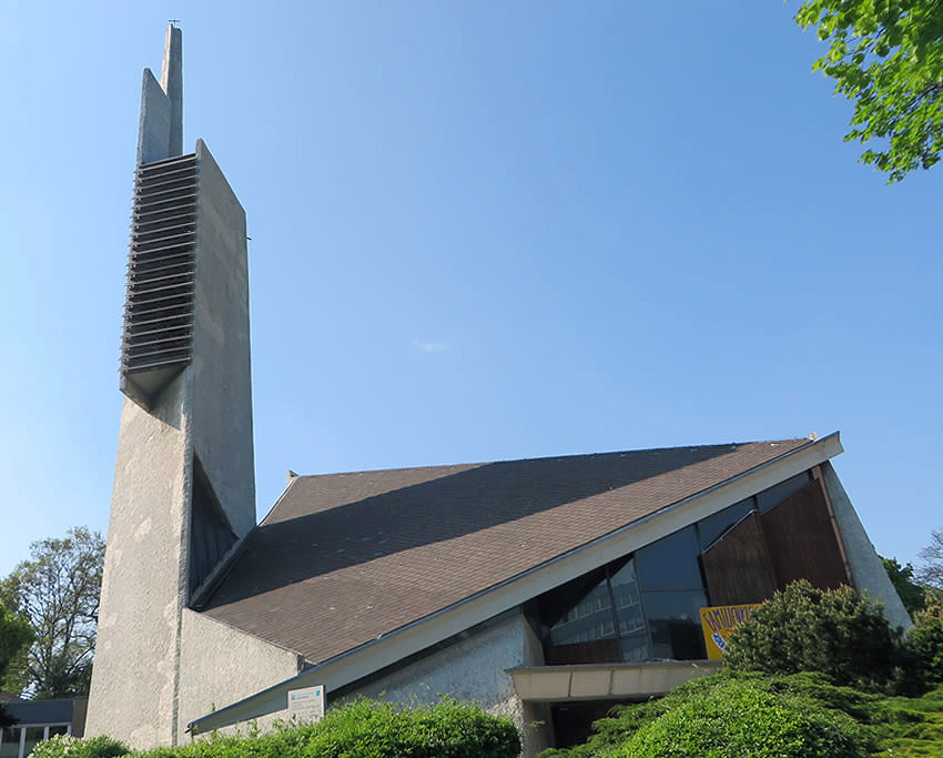 The sculptural forms of Paul-Gerhardt-Kirche, a Berlin, Schöneberg church designed by architects Fehling and Gogol