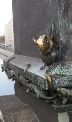 A Berlin bridge and its rats