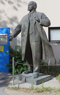 Lenin statue, secret Berlin
